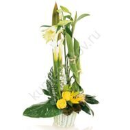 Arrangement of callas and roses