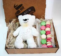 Box Bear Macarons