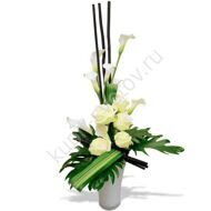 Arrangement of roses and callas
