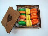 Box of tropical macarons XS