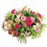 Bouquet of roses and bupleurum