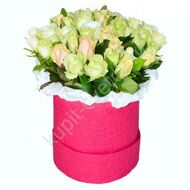Tender roses in a hat box