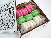 Delicate box of macarons XS