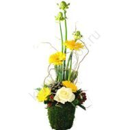 Arrangement of roses and gerberas
