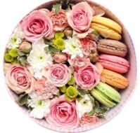 Tender bouquet with macarons