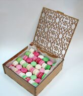 Mega delicate box of macarons  L