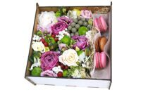 Tender box with macarons
