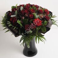 Bouquet maroon roses