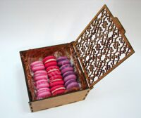 Box of berry macarons S