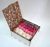 Box of vanilla-berry macaroon M